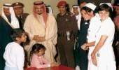 صورة نادرة للملك فهد أثناء زيارته المستشفى العسكري في الرياض