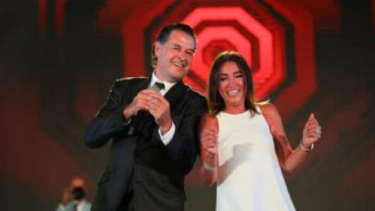 بالفيديو.. روجينا ترقص مع راغب علامة على المسرح