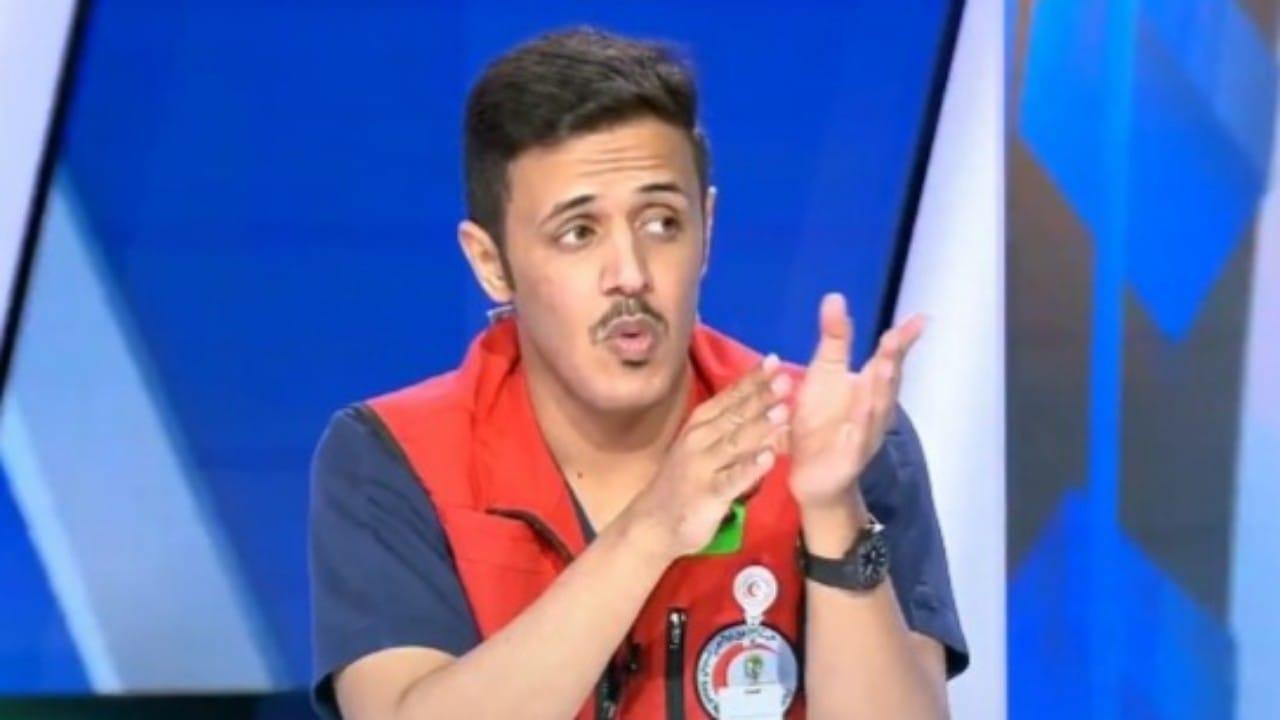 """بالفيديو: مسعف يوضحكيفية إنقاذ مريض أصيب بـ""""غصة"""""""