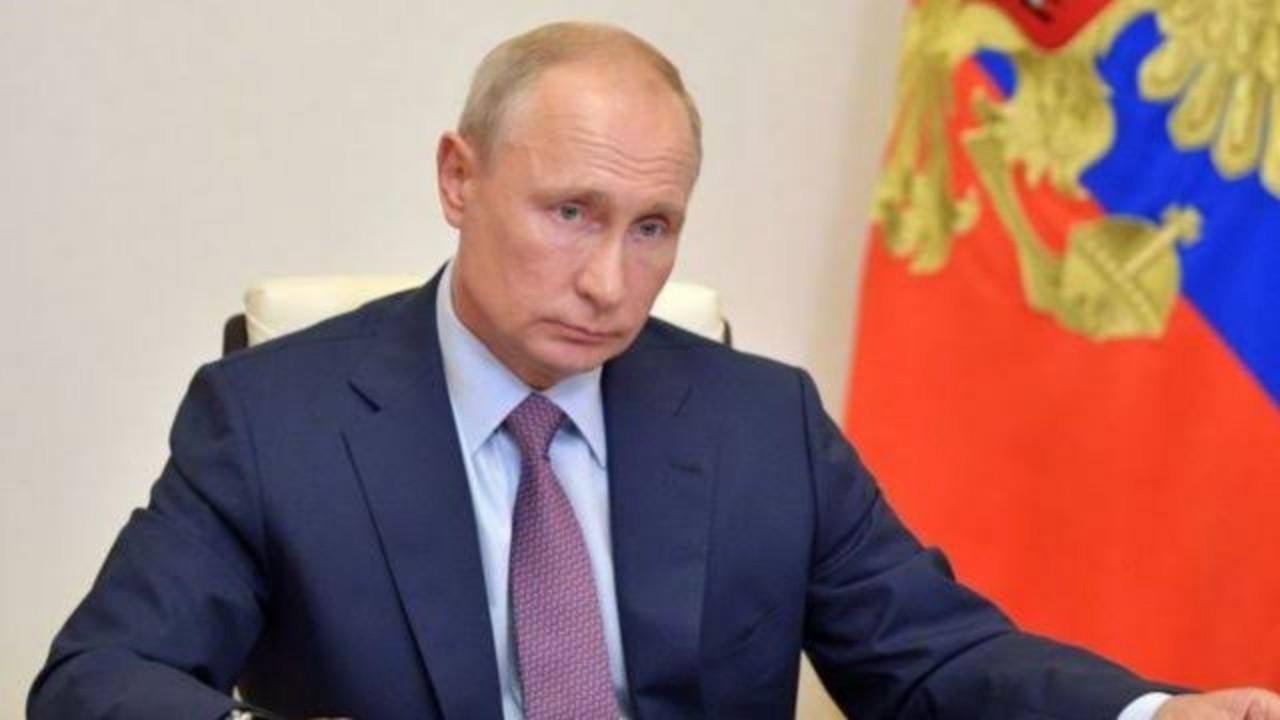 بوتين يعزل نفسه بعد مخالطته مصابين بكورونا