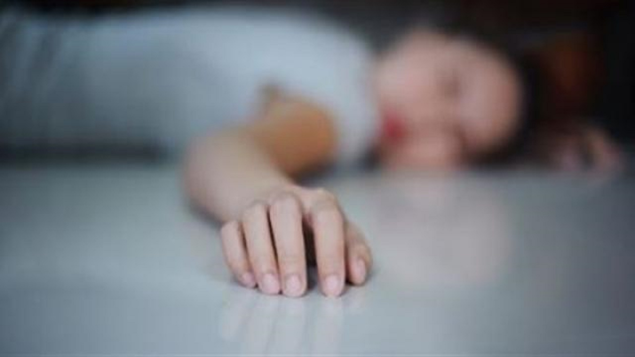 """فتاة توثق انتحارها عبر """"فيس بوك"""" بعد علاقة محرمة"""