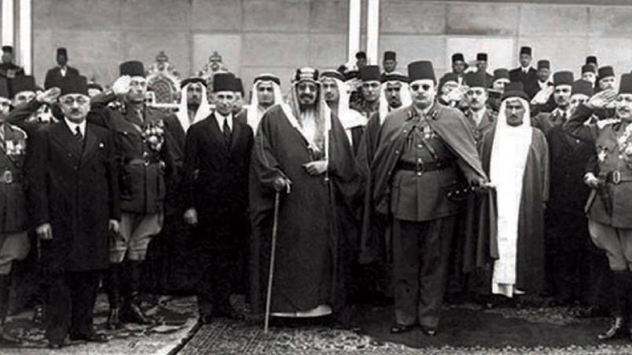 """قصة 5 أبيات أضيفت لأغنية """"أم كلثوم"""" احتفاءًا بزيارة الملك عبدالعزيز لمصر (فيديو)"""