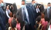 """فيديو..ردة فعل الرئيس المصري بعدما سأله طفل: """"هتلف على البيوت كلها يا عمو؟"""""""