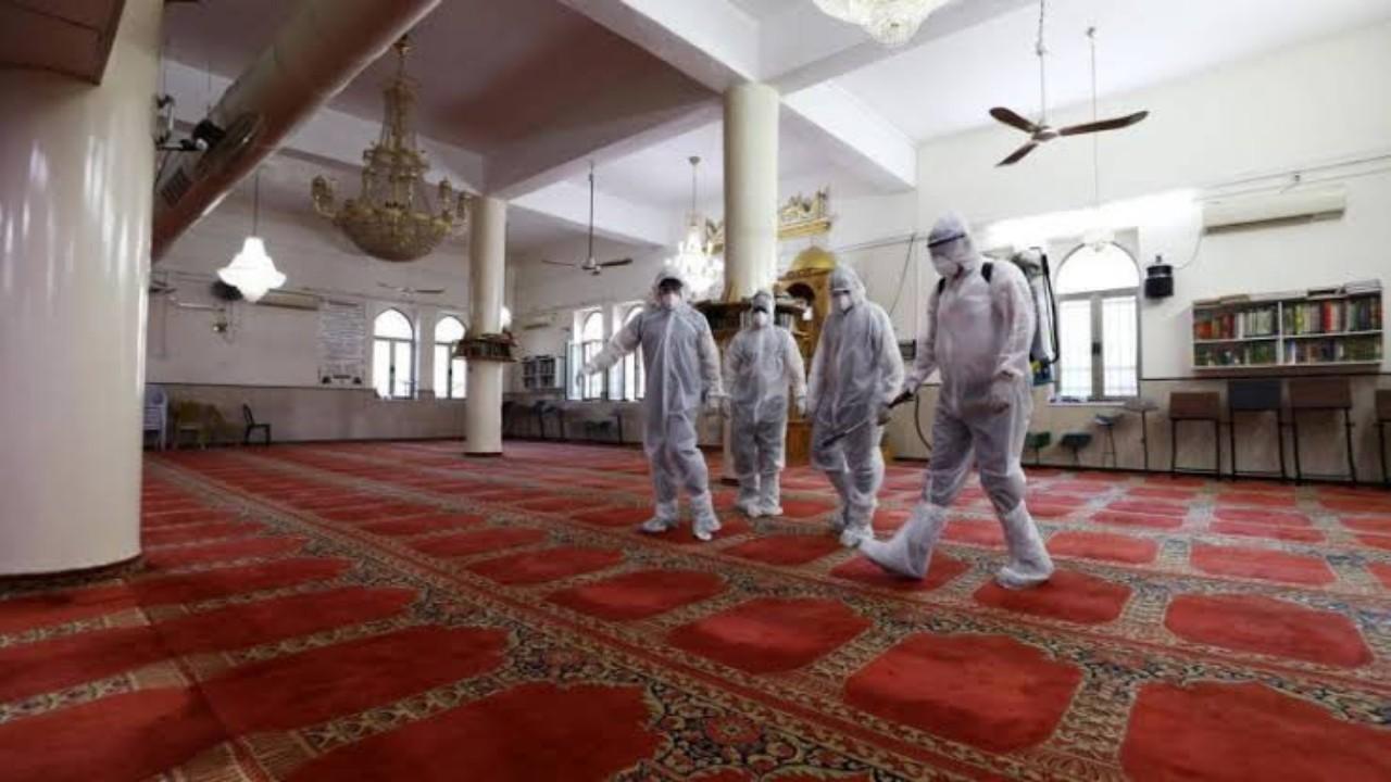 """""""الشؤون الإسلامية"""" تعيد افتتاح مسجدين بعد إخلائهما مؤقتًا وتعقيمها بالرياض وعسير"""