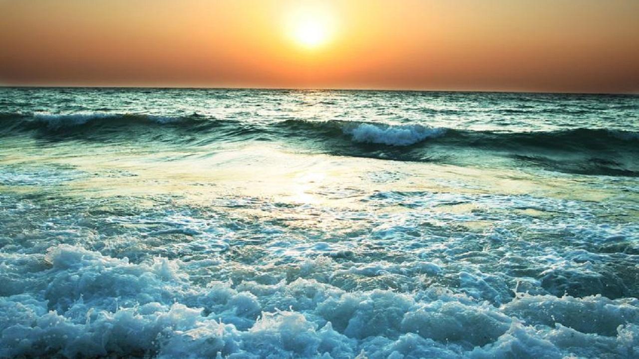 رياح نشطة وارتفاع الأمواج على عدد من محافظات مكة المكرمة