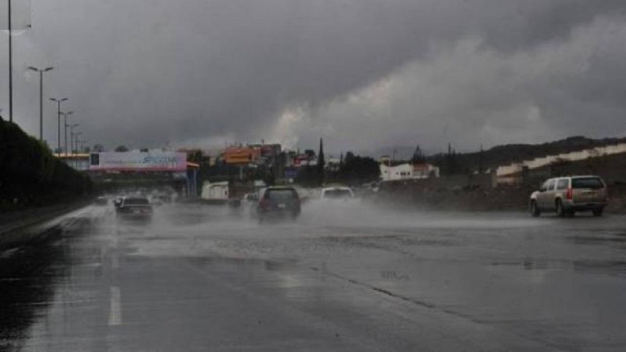 """""""الأرصاد"""": أمطار غزيرة على منطقة عسير"""