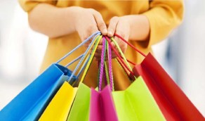 بالفيديو .. حيل تلجأ إليها المراكز التجارية لإقناع الزبائن بشراء المنتجات