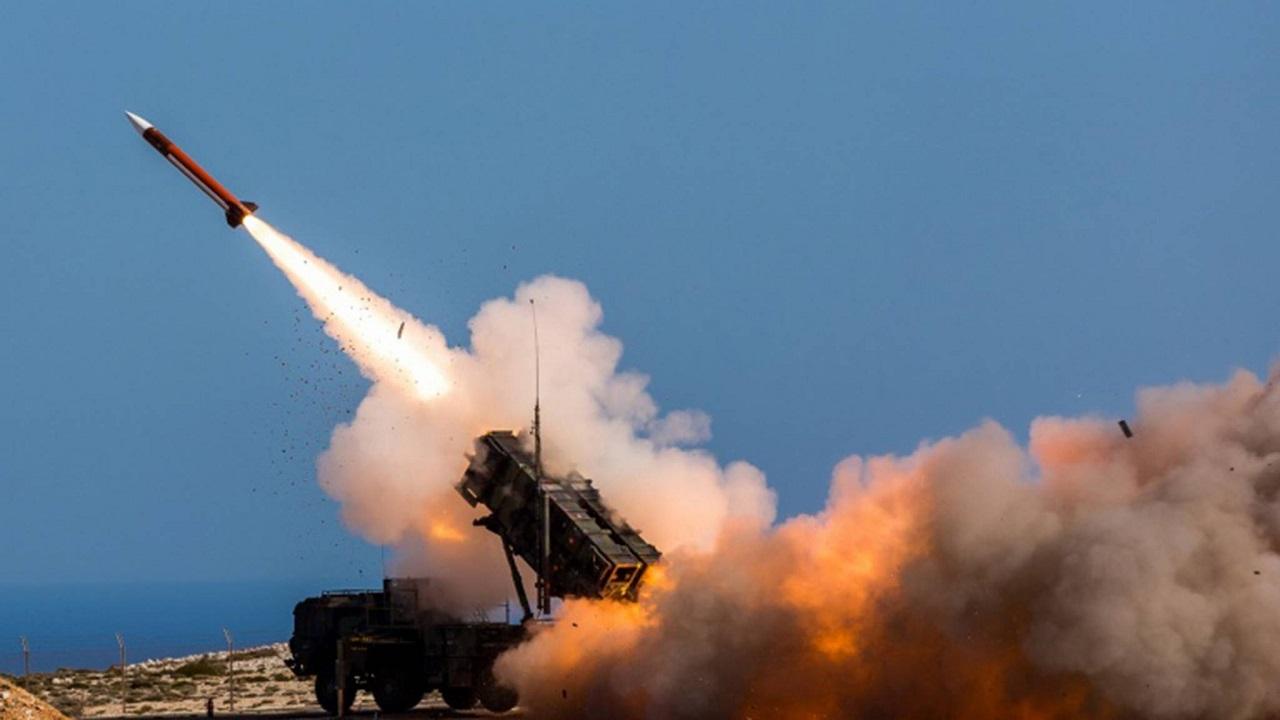 اعتراض صاروخ باليستي وطائرتين مسيرتين أطلقت باتجاه خميس مشيط