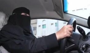 بالفيديو .. مواطنة تستخدم سيارتها الخاصة في توصيل الأسر المحتاجة مجانًا