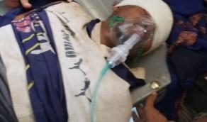 قناص حوثي يصيب شابًا يمنيًا في رأسه أثناء عمله