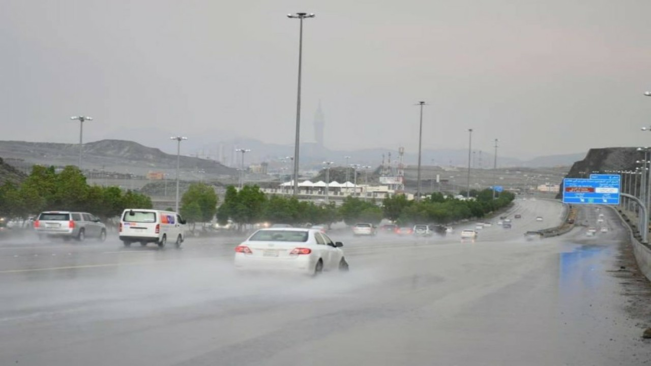 الأرصاد: أمطار غزيرة وسيول في منطقتين