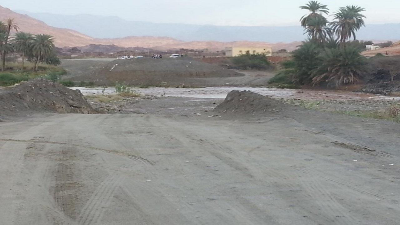 بالصور والفيديو اهالي كروان بالعرضيات يعانون صعوبة الوصول لقراهم بسبب الطريق