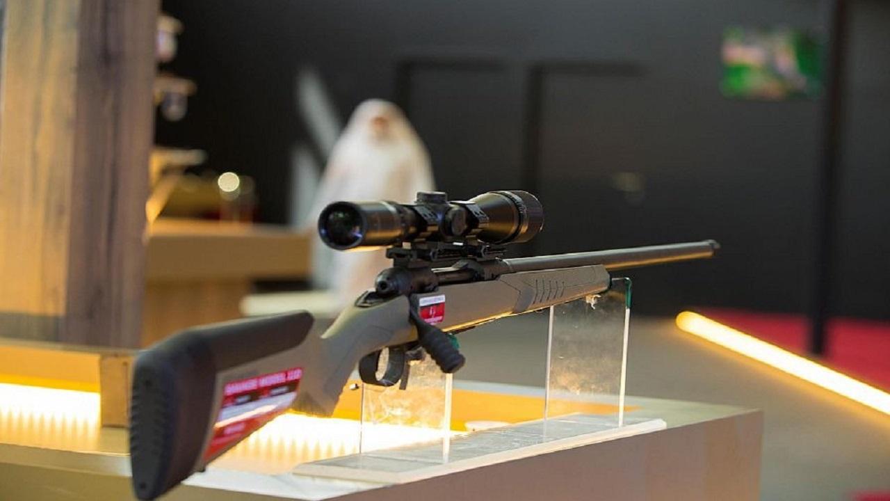 بدء بيع الأسلحة بمنصة نادي الصقور السعودي الإلكترونية