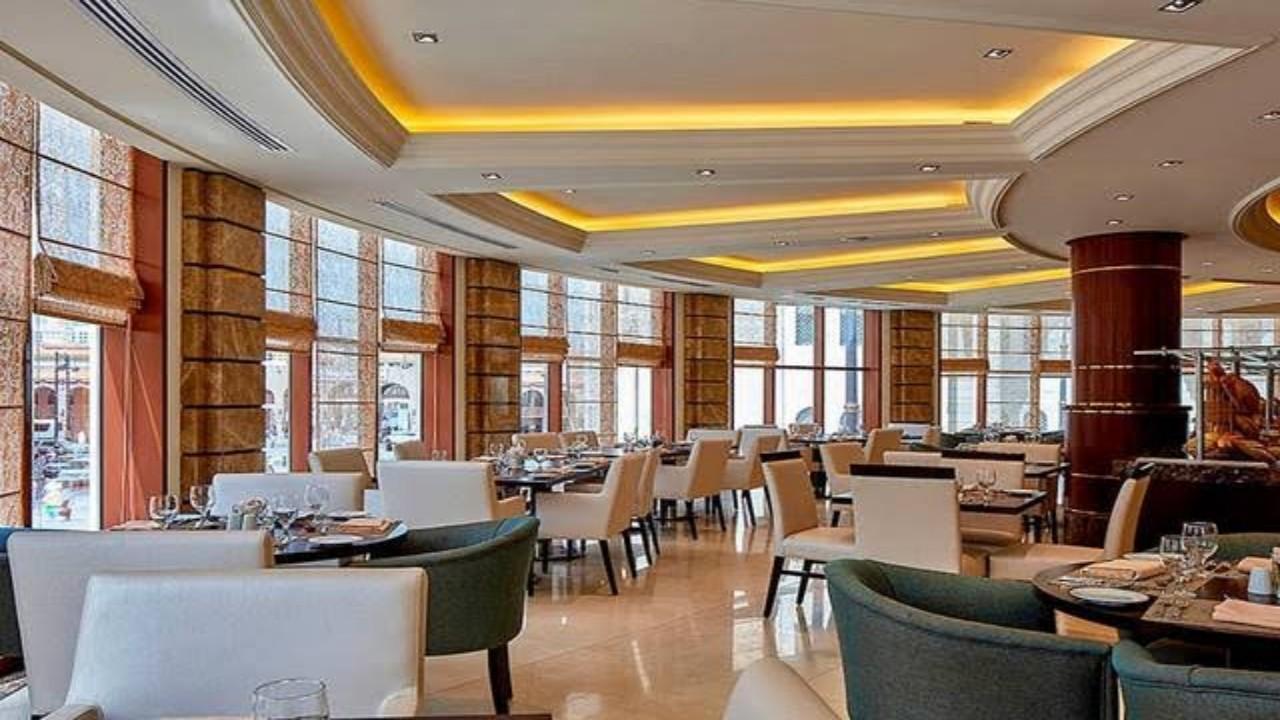 زيادة عدد الأفراد على الطاولة الواحدة في المطاعم والمقاهي