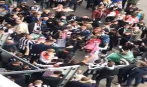 شاهد.. تفاعل كبير من جماهير نيوكاسل خارج الملعب بعلم المملكة