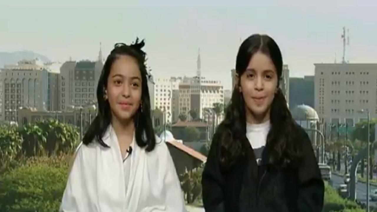 """شاهد.. طفلتان سعوديتان يحققان المركز الثاني عالميًا في بطولة """"الروبوفيست"""""""