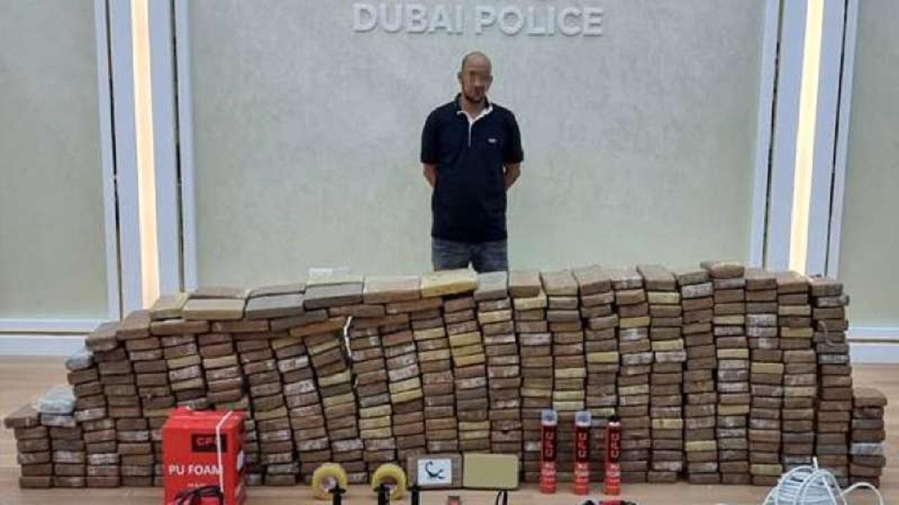 """شرطة دبي تُحبط حيلة عصابة حاولت تهريب """"الكوكايين """""""