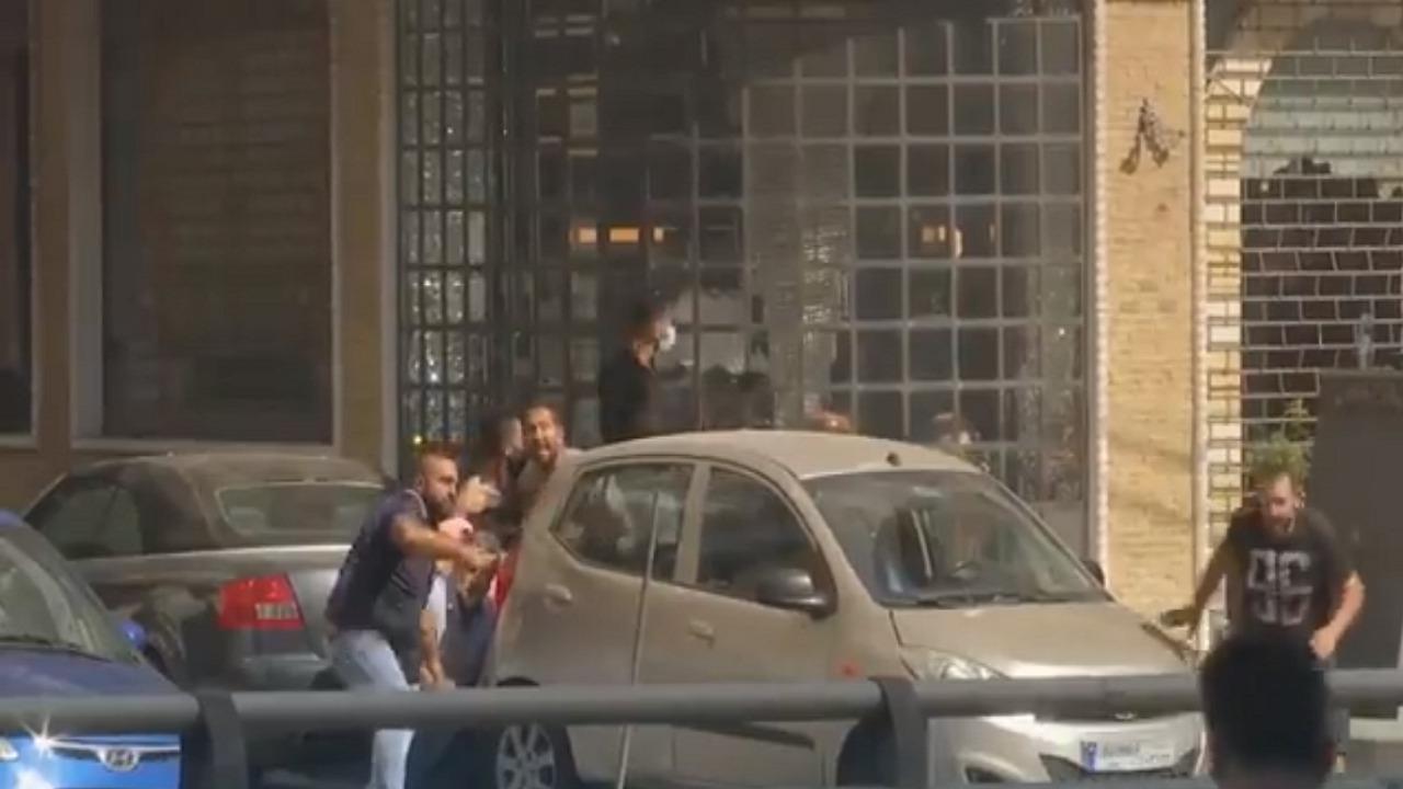 بالفيديو.. إنقاذ عائلة محتجزة في مظاهرات وأعمال عنف بيروت