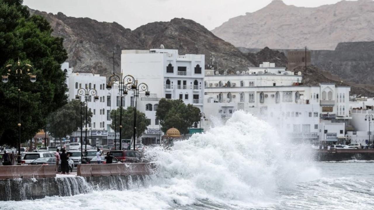 تحذيرات من استمرار تأثيرات إعصار شاهين في عمان
