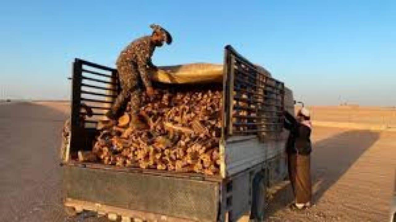 ضبط مخالفين لنظام البيئة بحوزتهم كمية من الحطب المحلي في القصيم وحائل