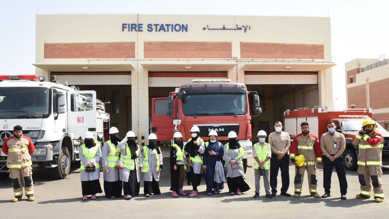 بالصور .. محطة توليد الكهرباء بجدة تستضيف عددًا من الطالبات