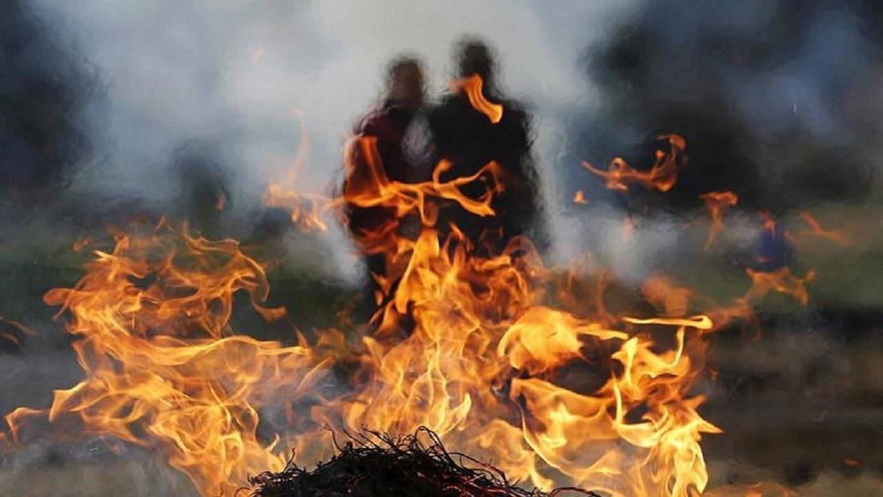 مقتل فتاة حرقا على يد والدها