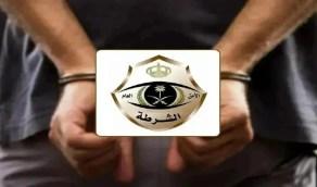شرطة مكة المكرمة تقبض على مواطنين عبثا بأحد أجهزة الرصد الآلي ساهر