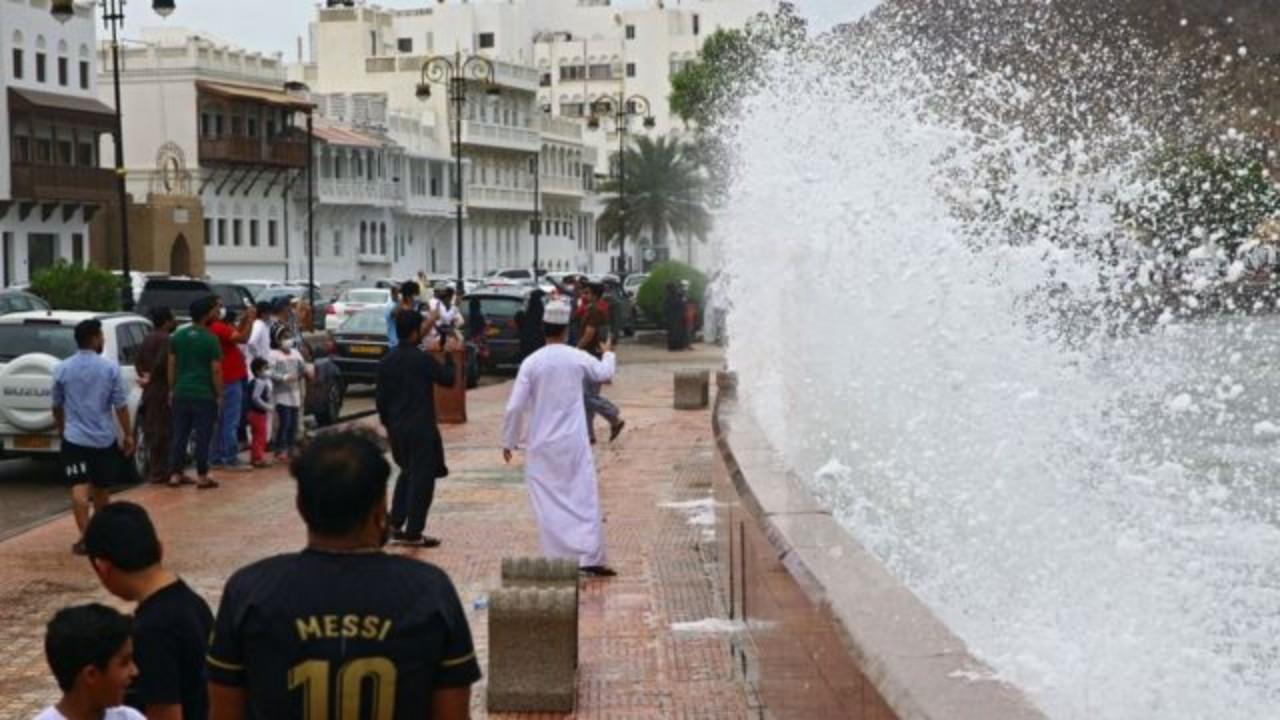 """7 وفيات جديدة وبلاغات عن حالات فقدان بعد إعصار """"شاهين"""" في عُمان"""
