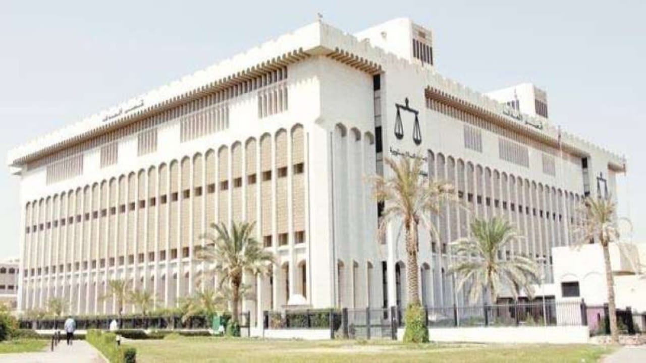 قرار مفاجئ من محكمة بحق فتاة كويتية وزوجها تورطا في بيعأدوات جنسية نسائية