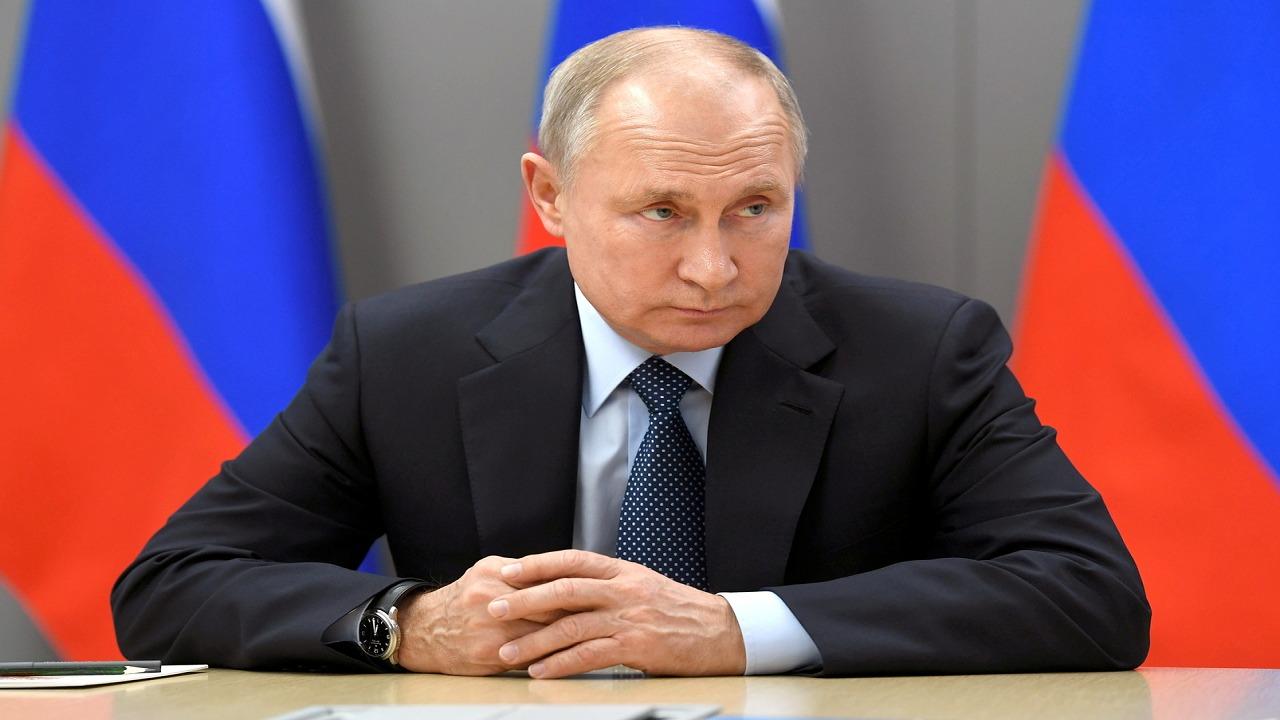 """بوتين لــ""""مسؤولة روسية"""" : سعالي لا يثير القلق"""