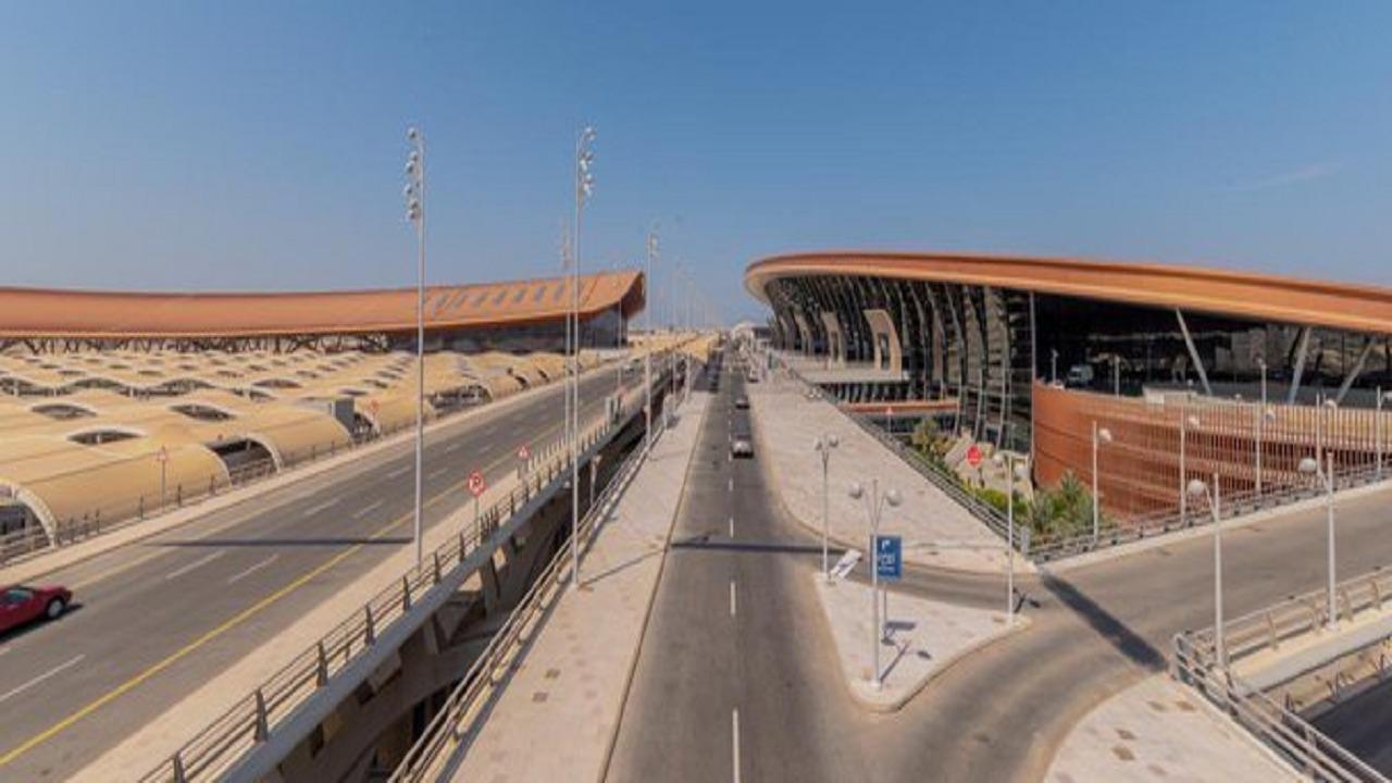 مطار الملك عبدالعزيز يعلن تشغيل طريق جسر الدفاع الجوي