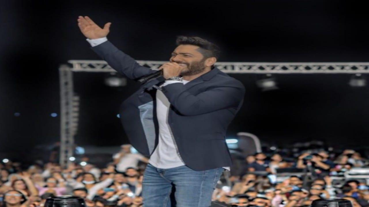 حفلة تامر حسني تثير جدلا واسعا في الأردن