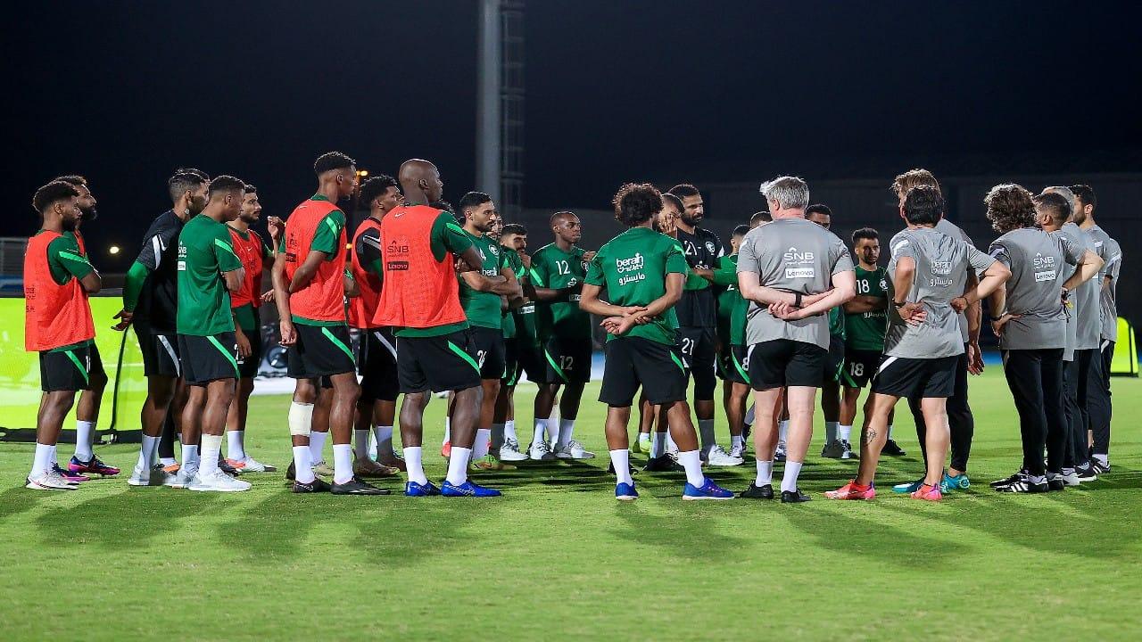 لاعبو المنتخب يستأنفون تدريباتهم بمعسكر جدة