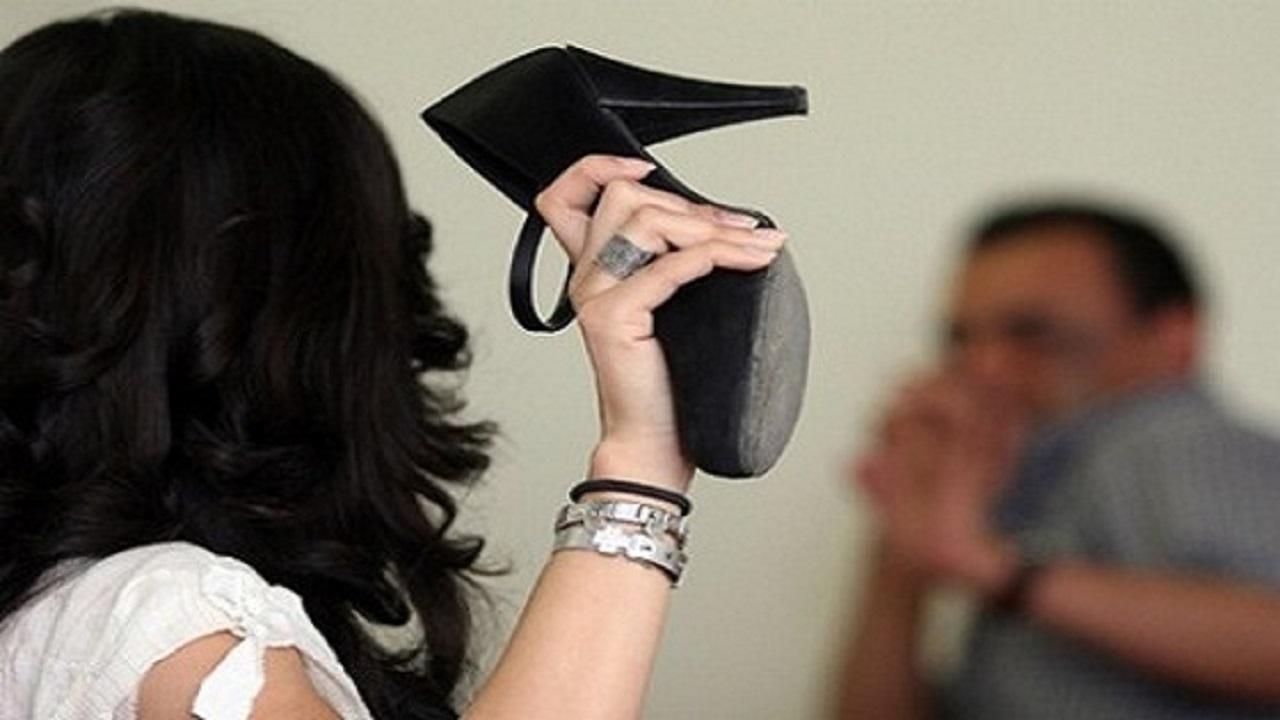 امرأة تطرد زوجها بسبب العاملة المنزلية
