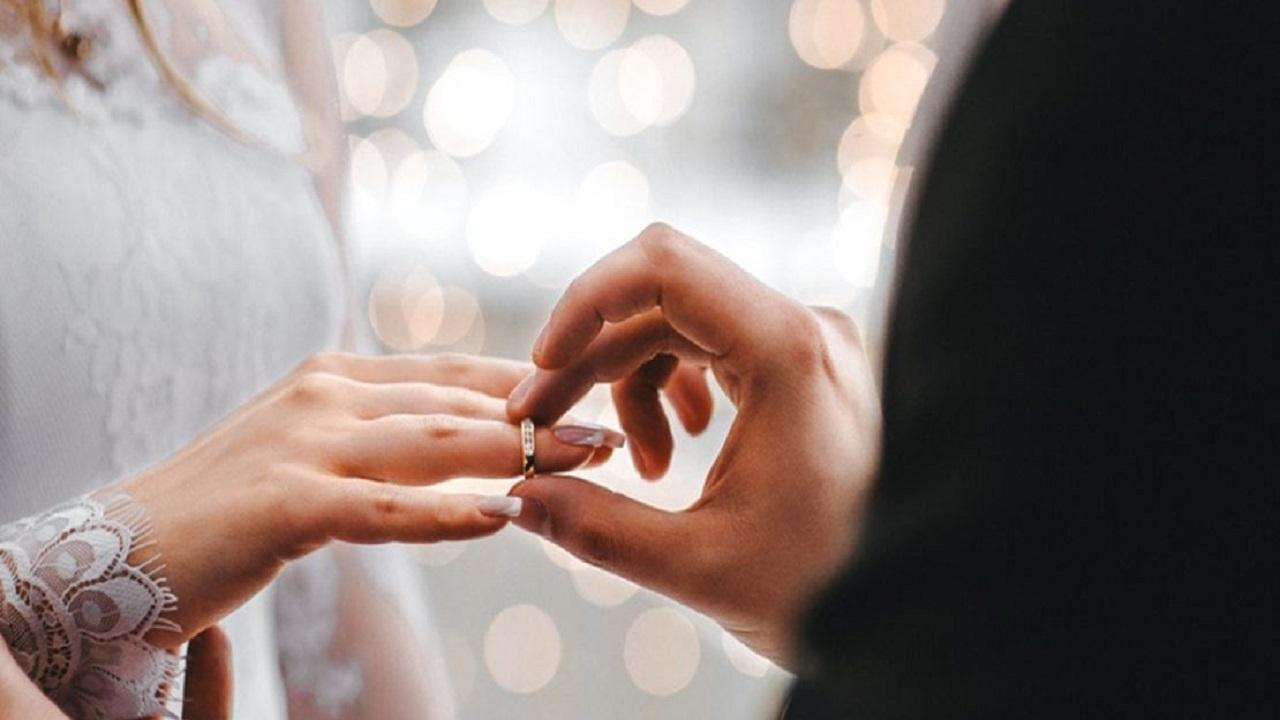 امرأة تجبر زوجها على الزواج بأخرى