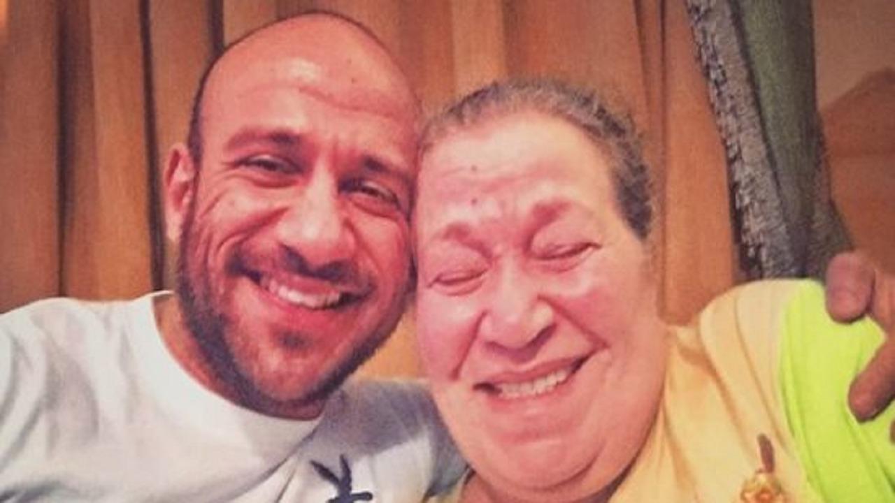 والدة الفنان أحمد مكي تحتفل بعيد ميلادها