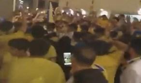 """بالفيديو.. جماهير النصر ترفع شعار """"هاتو الهلالي"""" بعد اكتساح الوحدة الإماراتي"""