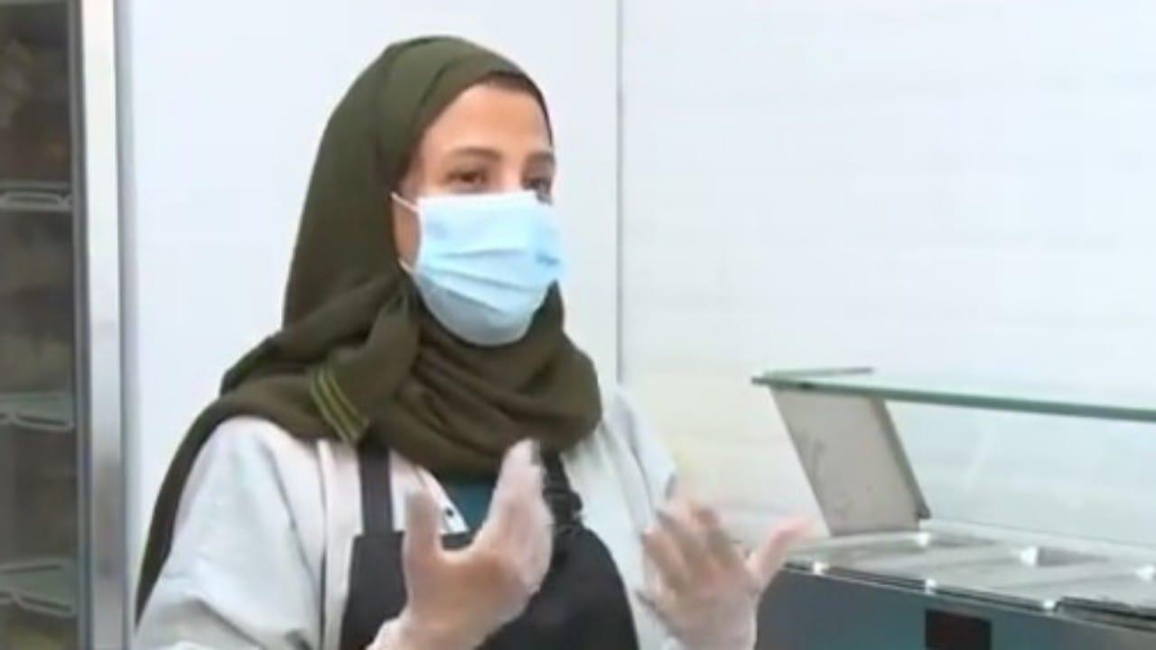 """قصة مواطنة فتحت مشروعها الخاص بأدوات منزلية من بيتها """"فيديو"""""""
