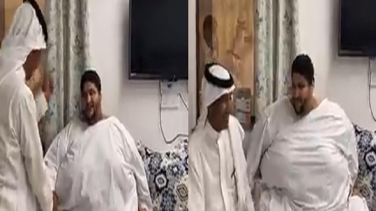 بالفيديو.. الفنان خالد عبد الرحمن يزور مريض السمنة الشراري ويغني له