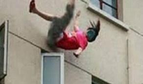 سيدة تلقي بنفسها من شرفة شقتها هربا من زوجها