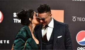 الفيشاوي وزوجته يخطفان الأنظار بقبلة جريئة في الجونة