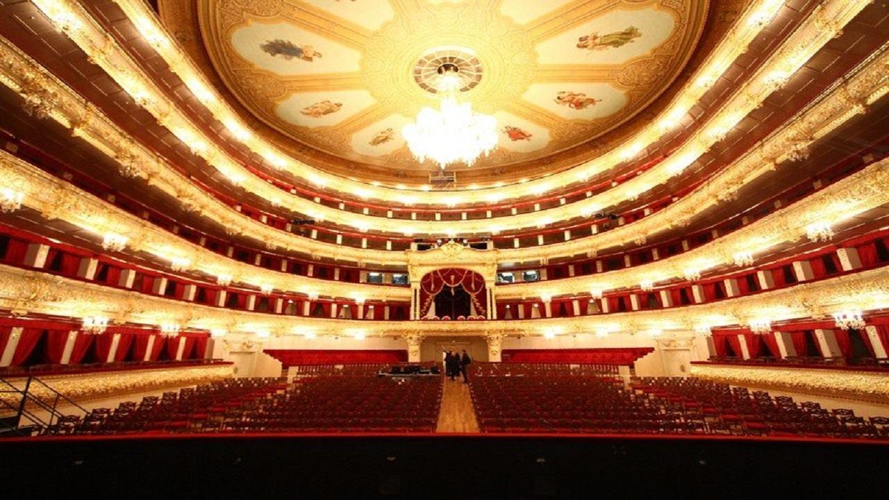 صورة.. وفاة فنان على خشبة المسرح