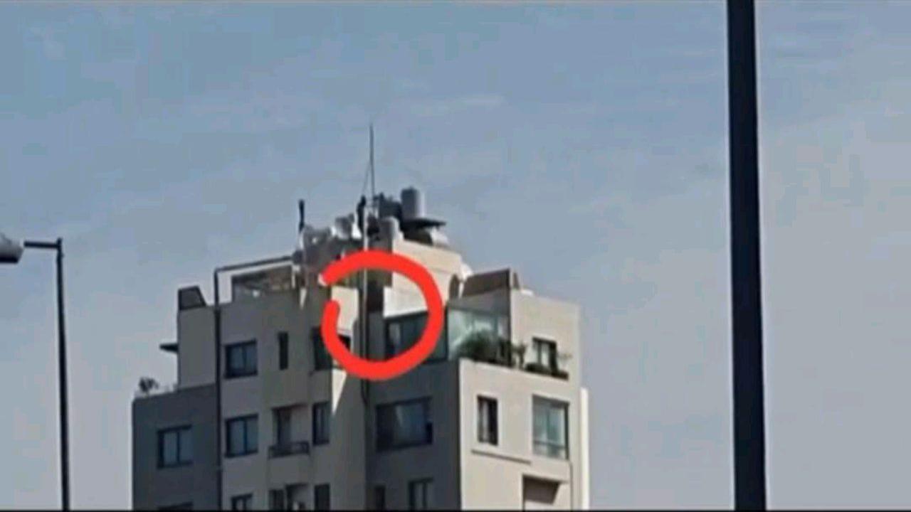 بالفيديو.. قناص من حزب الله فوق مبنى يستهدف المواطنين الأبرياء