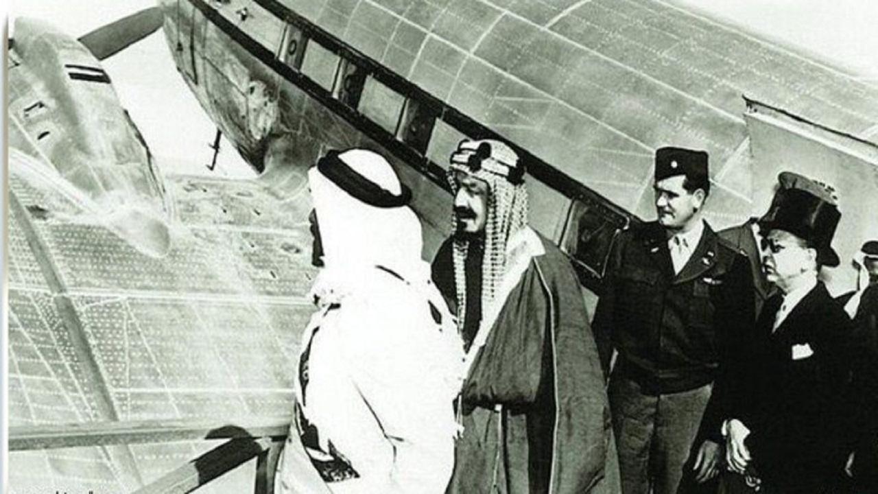 بالفيديو .. استاذ تاريخ يروي قصة أول طائرة سافر بها الملك عبدالعزيز من عفيف إلى الطائف