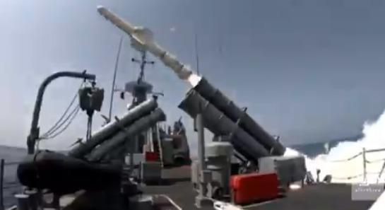 بالفيديو.. القوات البحرية تطلق صواريخ على أهداف في نسيم البحر