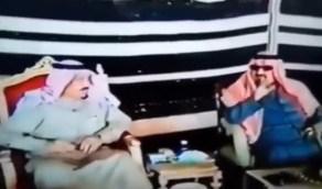 فيديو نادر لزيارة خادم الحرمين للأمير سلطان بمخيم المقناص