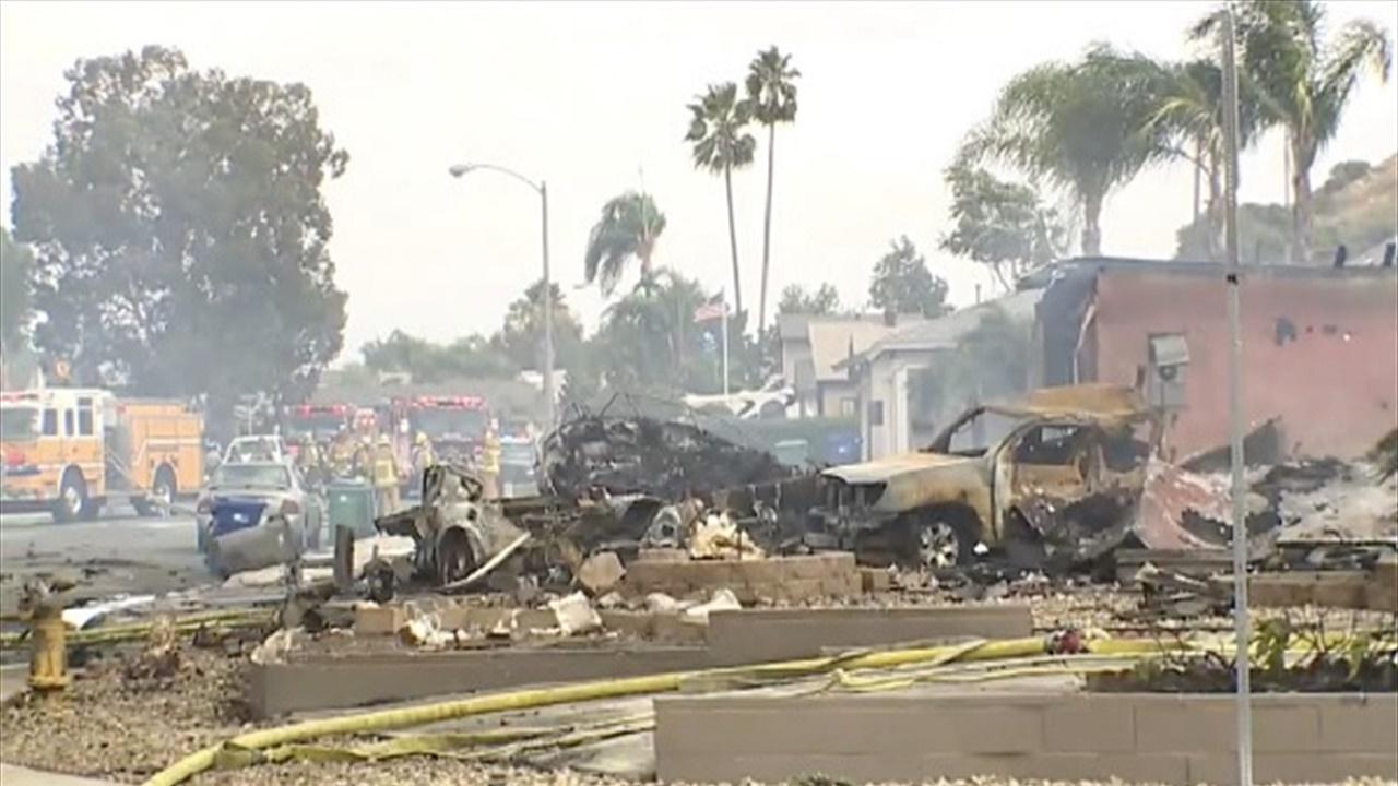 بالفيديو.. سقوط طائرة وسط حي سكني
