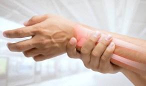 بالفيديو.. طبيب: أعراض هشاشة العظام تبدأ بعمر الـ30 سنة