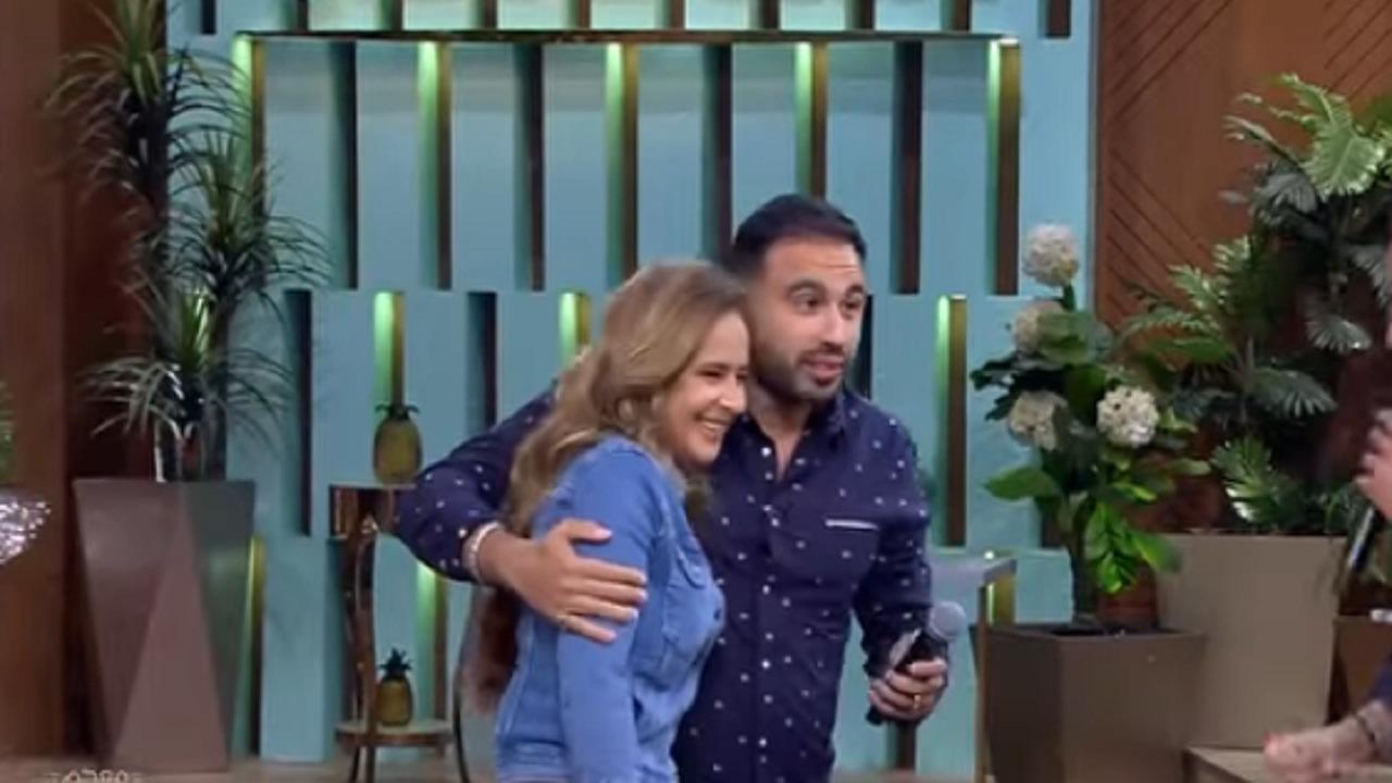 بالفيديو .. نيللي كريم تفاجئ زوجها في لقاء تلفزيوني