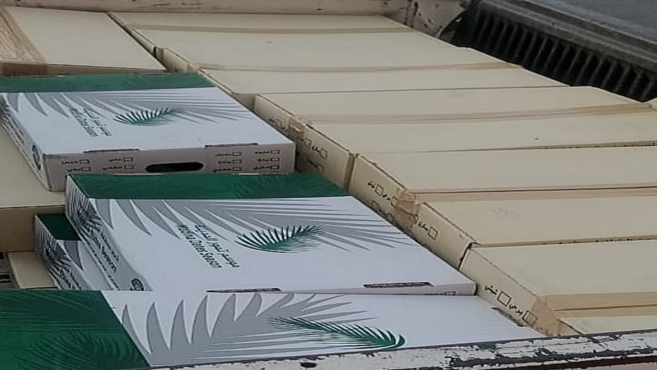 جمعية روافد النصبة توزع 200 صندوق من التمر الفاخر على مستفيديها